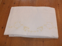 2-pers. laken geel in geborduurd