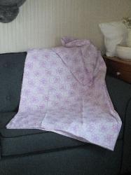 Bedsteehoes, paarse bloemen
